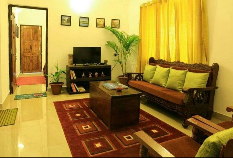 2 bedroom apartment near Anjuna as a homestay in a villa with a pool & a kitche, alquiler vacacional en Bardez