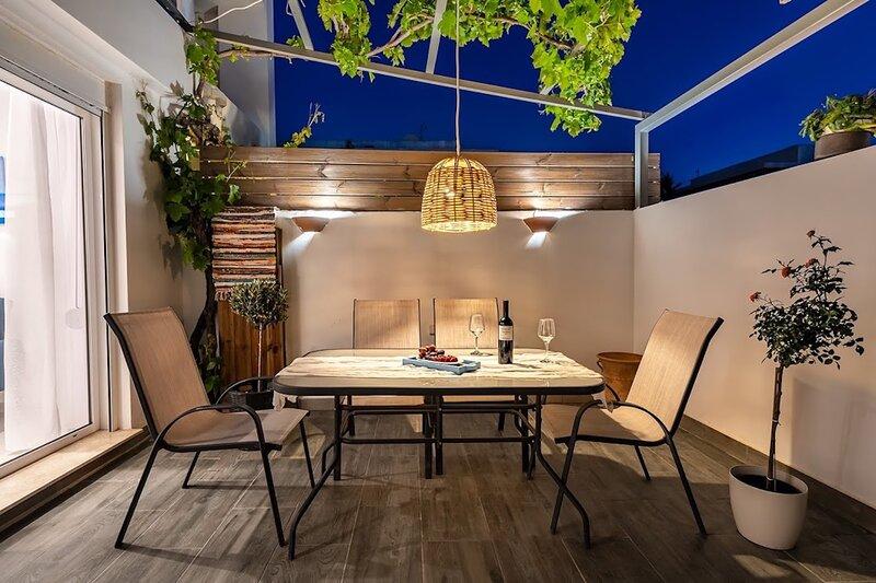 Sia Mare Seaside, Garden View & Jacuzzi Apartment, Faliraki, location de vacances à Ladiko
