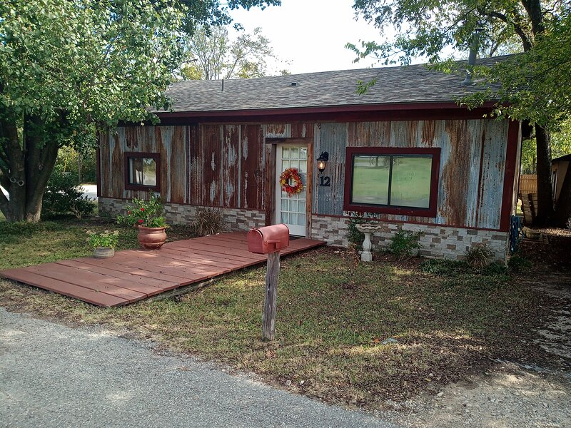 The Rustic Retreat at Lake Texoma, alquiler vacacional en Gordonville
