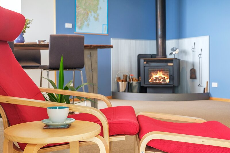 Blue Cottage Bruny Island - Panoramic Views over Water & Mountains, vacation rental in South Bruny