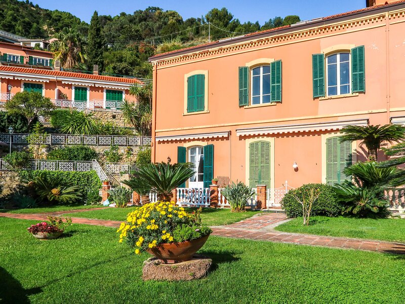 Belvedere, holiday rental in Latte