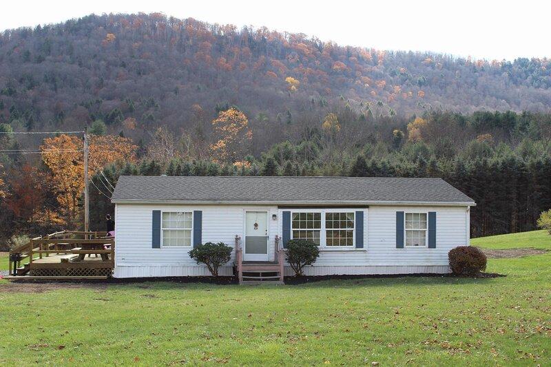 Peaceful Pine Lodge | Right On Pine Creek, location de vacances à Wellsboro