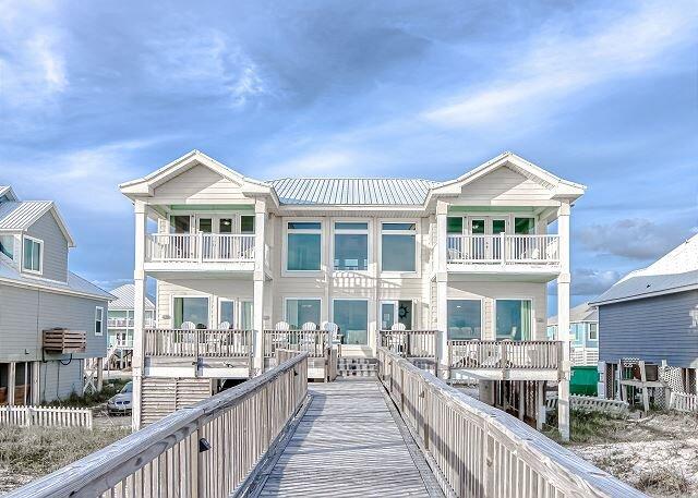 Freedom II on Fort Morgan | Beachfront with Private Boardwalk, Pools & Tennis, casa vacanza a Costa del Golfo