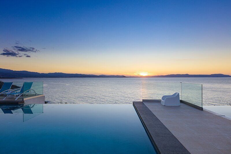 Chryssi villa - Seafront, sublime views, full privacy, infinity pool & hot tub!, holiday rental in Tersanas