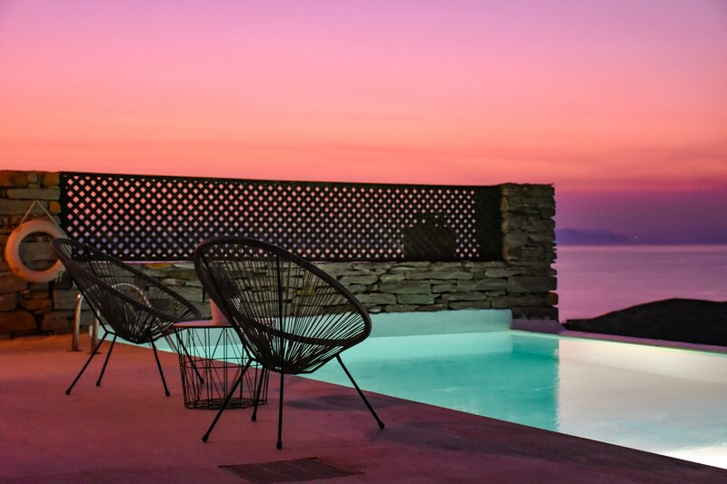 Villa Aqua Marina with a swimming pool & fantastic sea view in the area of Otzia, alquiler vacacional en Ceos