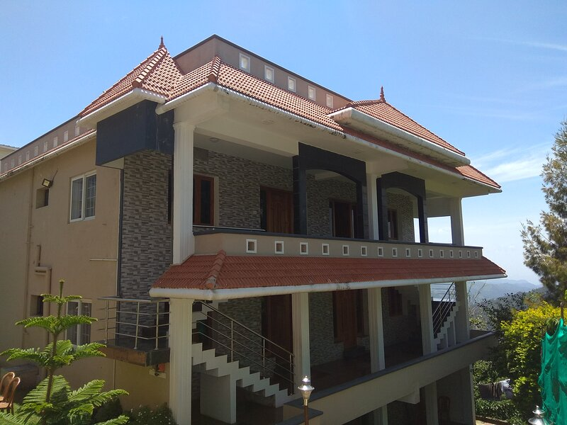 PEARS TREE FAMILY SUITE 2 BED ROOMS, vakantiewoning in Dindigul District