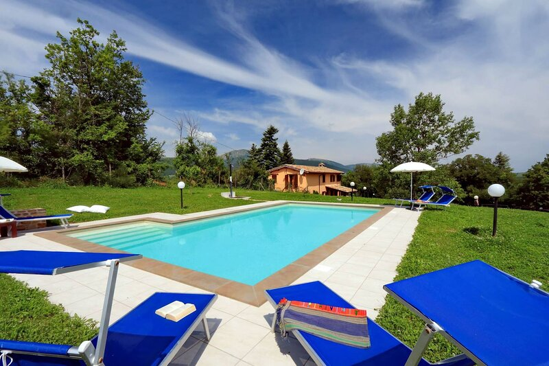 Villa Anna - Wonderful view towards the Sibillini Mountains, vacation rental in Fiastra