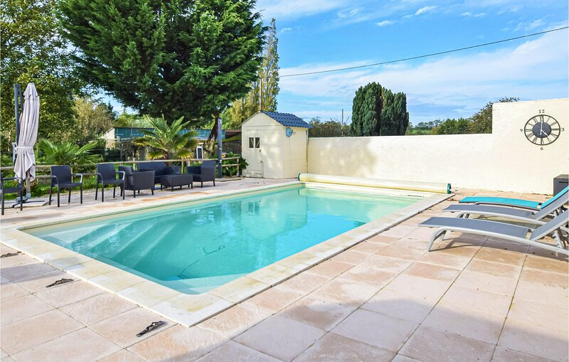 HELIE (FNC228), vacation rental in Longueville