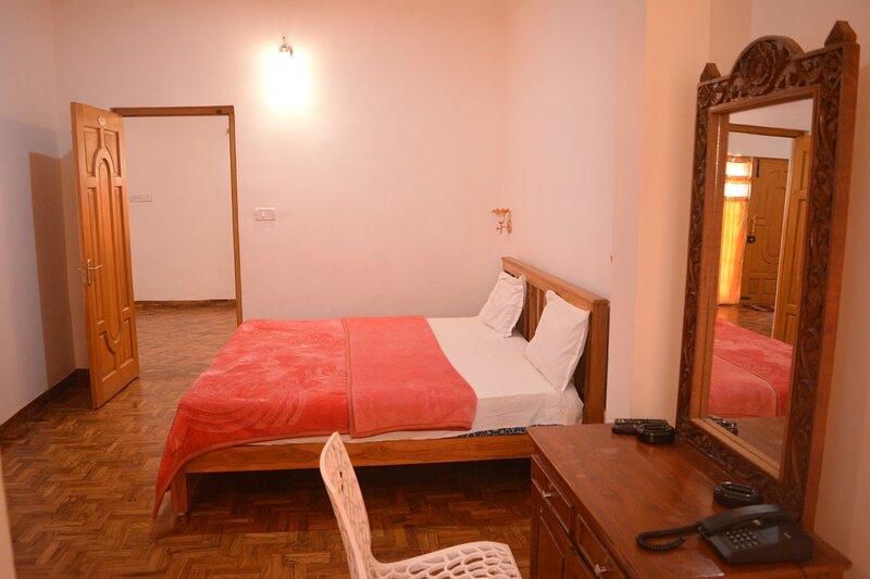 PEARS GARDEN ROYAL SUITE 3 BED ROOMS, holiday rental in Kodaikanal