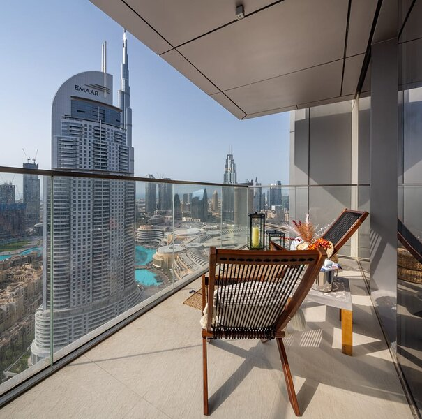 Modern & Sophisticated 2BR in Downtown Dubai, holiday rental in Hatta