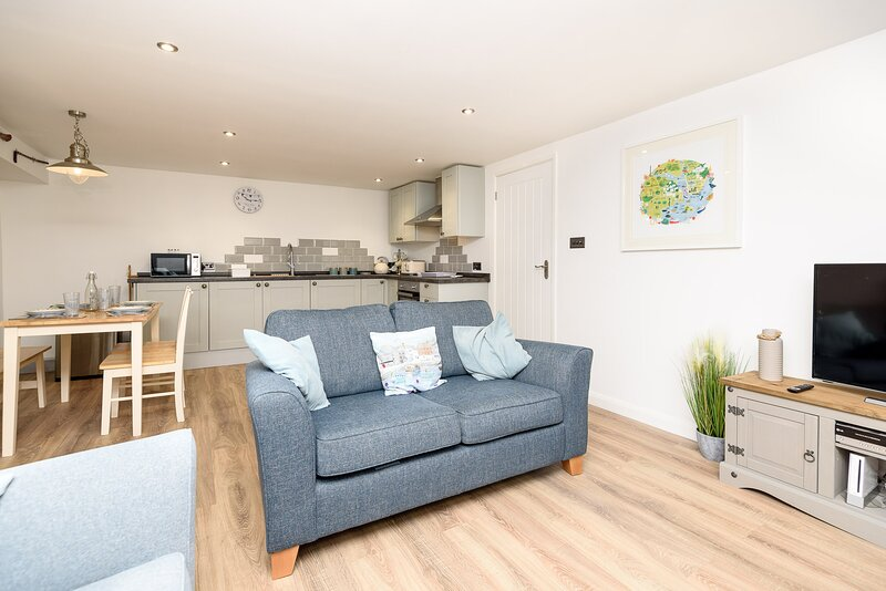 Libbys in Looe - Delightful town centre apartment for four, holiday rental in Looe