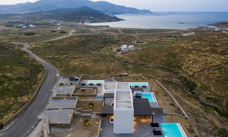 Mykonos Ftelia Black Retreat, holiday rental in Ftelia