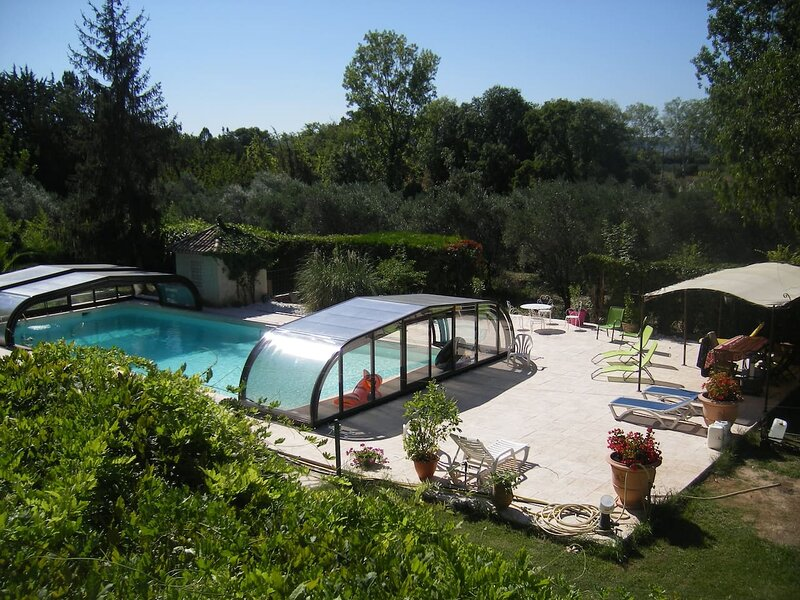 Spacious villa with swimming-pool, location de vacances à Le Pouget