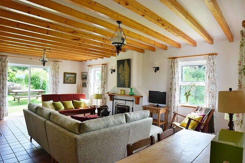 Sands Cottage - Country living, we love it!, alquiler vacacional en Annascaul