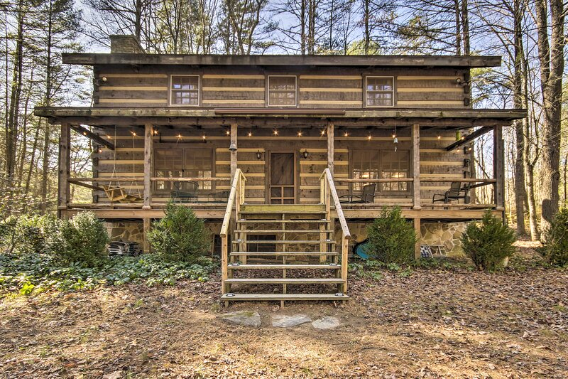 NEW! 'Riversong' Luxury Cabin on the North River!, casa vacanza a Wardensville