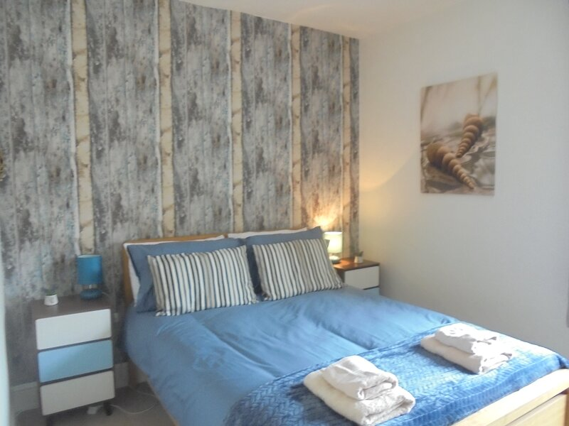 Beachside Walk to the beach!, holiday rental in Eastbourne