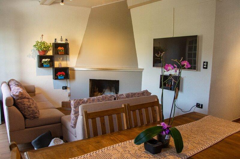 Casa Aconchegante com Lareira e Linda Vista, holiday rental in Campos Do Jordao