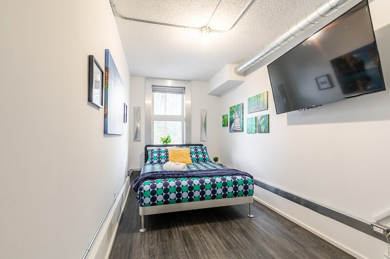 Newly Renovated - Upscale 2BR in the Byward Market!, location de vacances à Gatineau