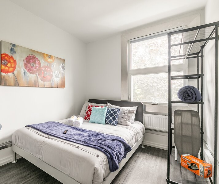 BRAND NEW - Upscale 1BR with Balcony - Byward Market!, location de vacances à Gatineau