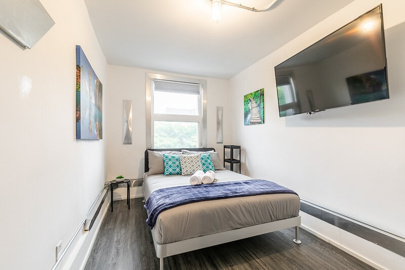 PRIME Downtown - Upscale 1BR with Balcony - Byward Market!, location de vacances à Gatineau