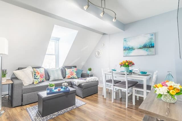 Newly Renovated - Modern 1BR with Rooftop Terrace!, holiday rental in Ottawa