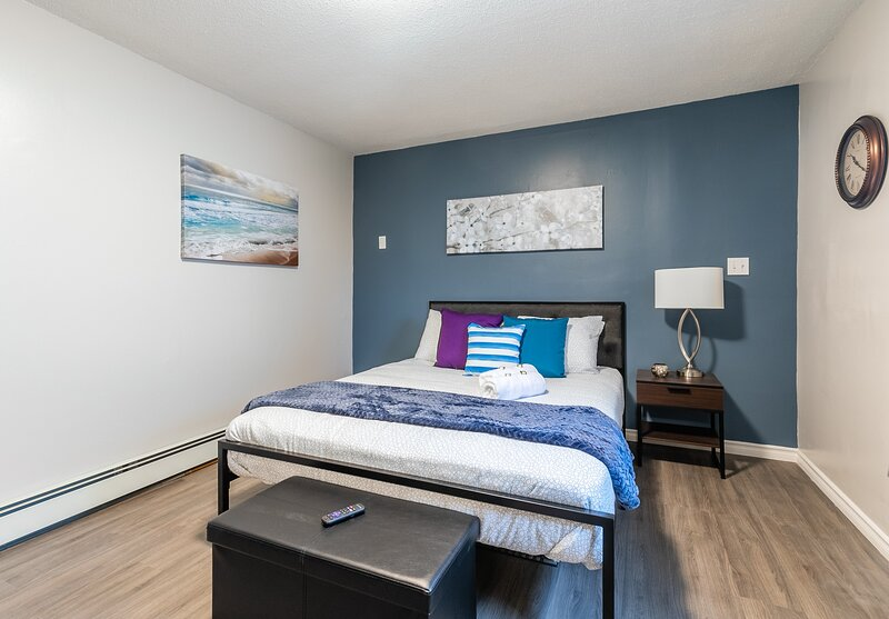 Modern Studio Apartment - Newly Renovated - PRIME Walk Score, holiday rental in Overbrook