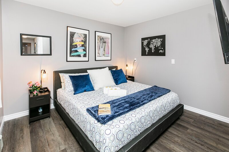 Newly Renovated - Modern 1BR with King Bed - Byward Market!, holiday rental in Cantley