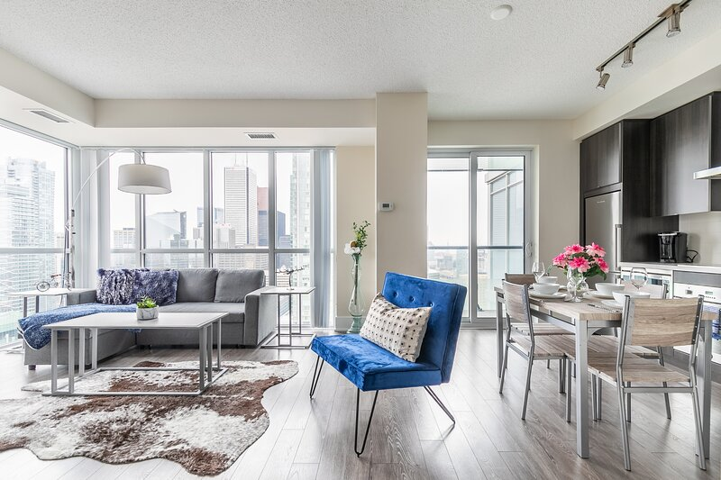 Stunning Views of Downtown - Luxury High Rise with King Bed!, vacation rental in Toronto
