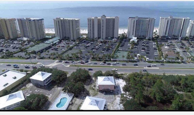 Romar Retreat 122. Relax! The beach, small 20 unit complex close to everything., alquiler de vacaciones en Orange Beach