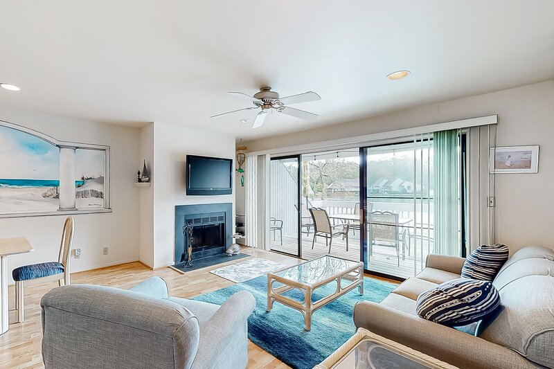 Sea Colony Tennis 1st floor condo w/ free WiFi, lake view, and shared sauna, holiday rental in South Bethany