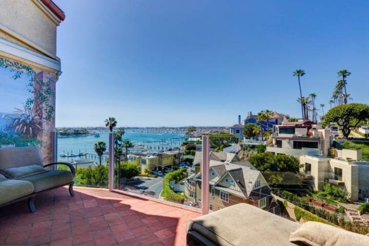 Mediterranean Escape! Great for Families, Panoramic Views from Balconies, Walk t, location de vacances à Corona del Mar