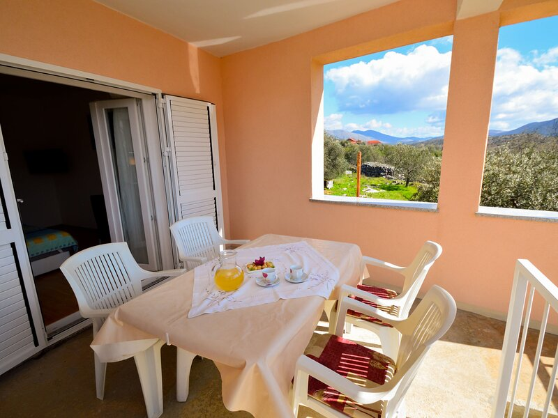 Miro, holiday rental in Grebastica