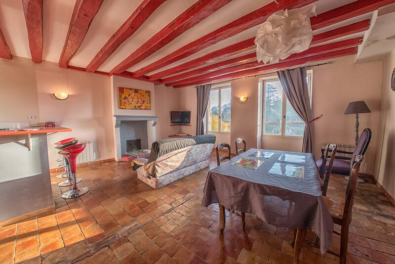 Amazing apartment with garden, casa vacanza a Saint-Georges-le-Gaultier