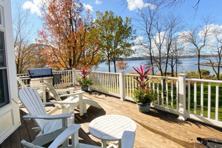 Commissioning Week - Stunning Waterfront Home in Round Bay, holiday rental in Severn
