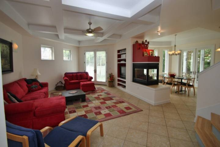Pet Friendly 6BR 4 BA Home in Rehoboth 2 blocks to the Beach, 5 Mins to town w/F, alquiler de vacaciones en Rehoboth Beach