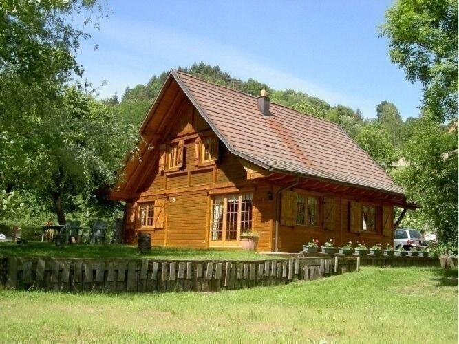 Amazing chalet with terrace, holiday rental in Albe