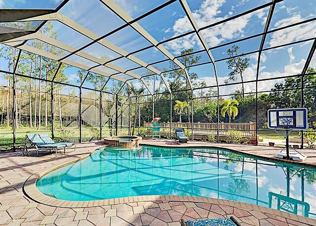 The Fry Ranch | Huge 4-Acre Getaway | Heated Pool, Hot Tub & Outdoor Kitchen, vacation rental in Fort Myers