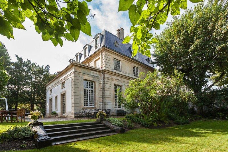 Dream of Castles-Luxury 17th century mansion in center of Saint-Germain en Laye, location de vacances à Villennes-sur-Seine