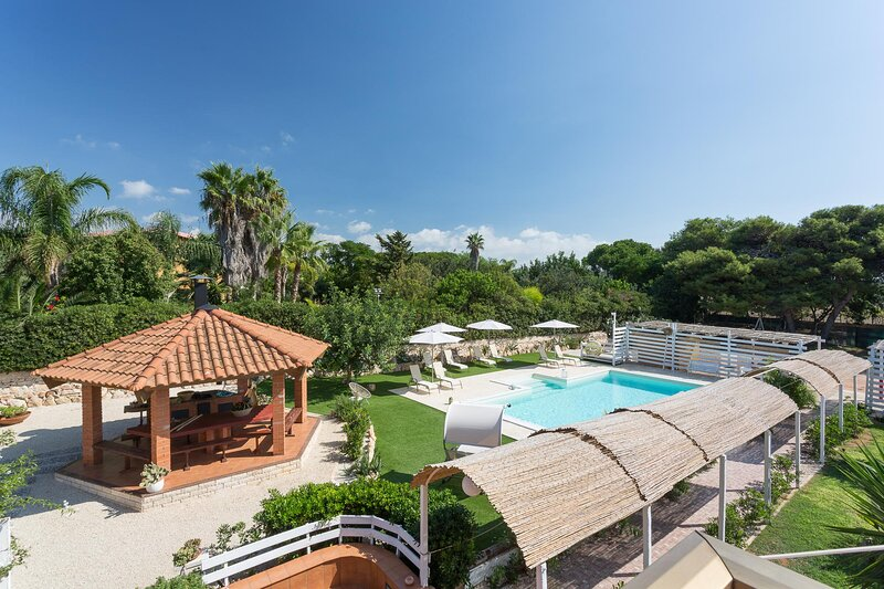 Timparosa, spacious villa with private pool and large garden 2 km from the beach, holiday rental in Pellegrino