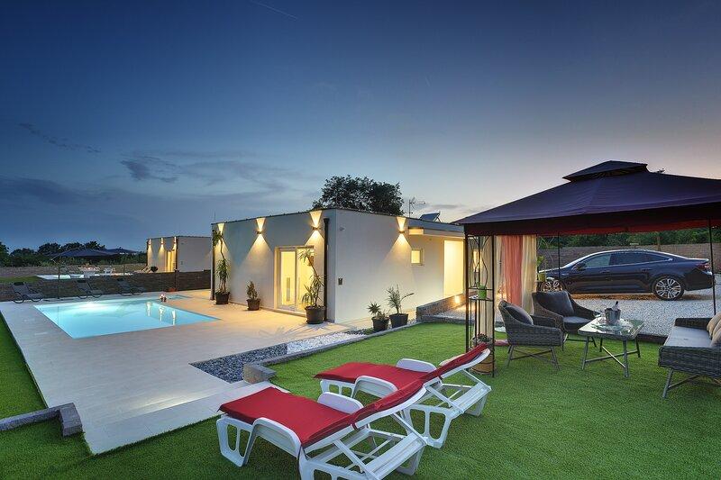 Modern 3 bedroom villa with pool \ Francesca, location de vacances à Stokovci