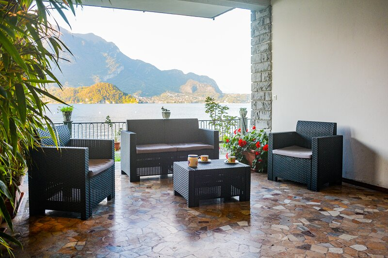 Bellagio Villas - La Bohème with frontlake garden directly on the Lake, vacation rental in Lezzeno