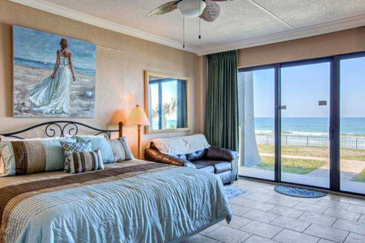 Direct OceanFront-Spacious/Ground-Unit(Away From Crowds) Just Steps 2 Beach, Poo, holiday rental in South Daytona