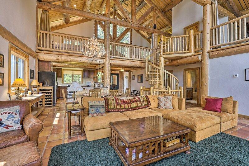NEW! Elegant Breck Cabin - 11 Miles to Main Street, alquiler de vacaciones en Alma