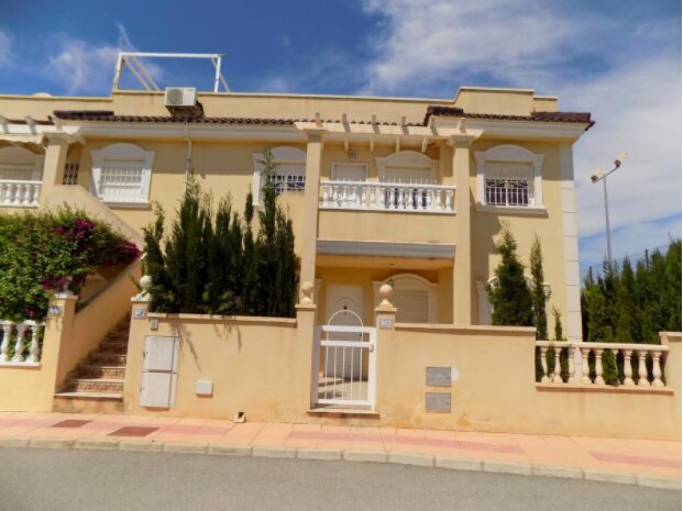 Three bedroom lateral apartment with private roof terrace, 2 pools and free wifi, location de vacances à El Altet