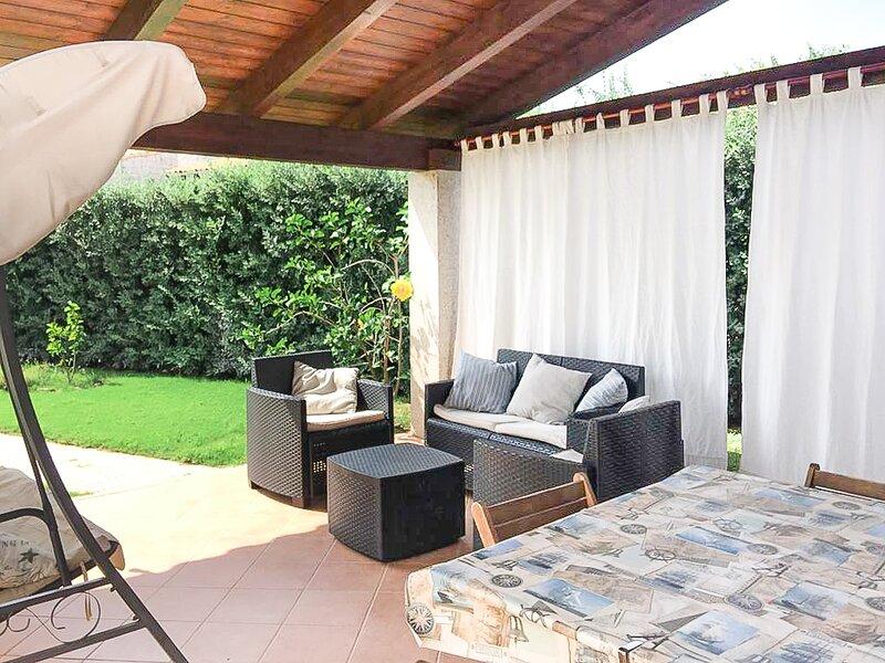 Cala Sinzias, Casa Dei Fiori, 6 persone, wifi, aria c., 500mt dalla spiaggia, location de vacances à Cala Sinzias