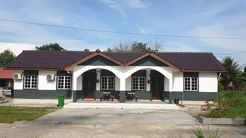4 Bedroom Bungalow with Centralised Private Pool hs4a, holiday rental in Rawang