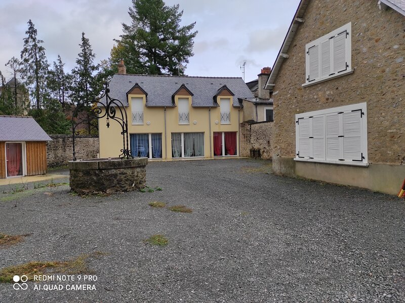 Beautiful house with terrace & Wifi, holiday rental in Souvigne-sur-Sarthe