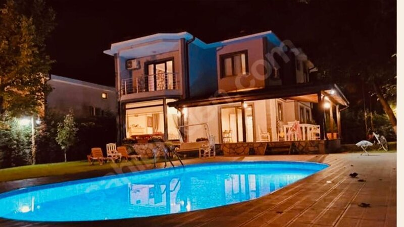 4 BR Amazing Duplex Villa With Private Pool and Garden in Sapanca, holiday rental in Izmit