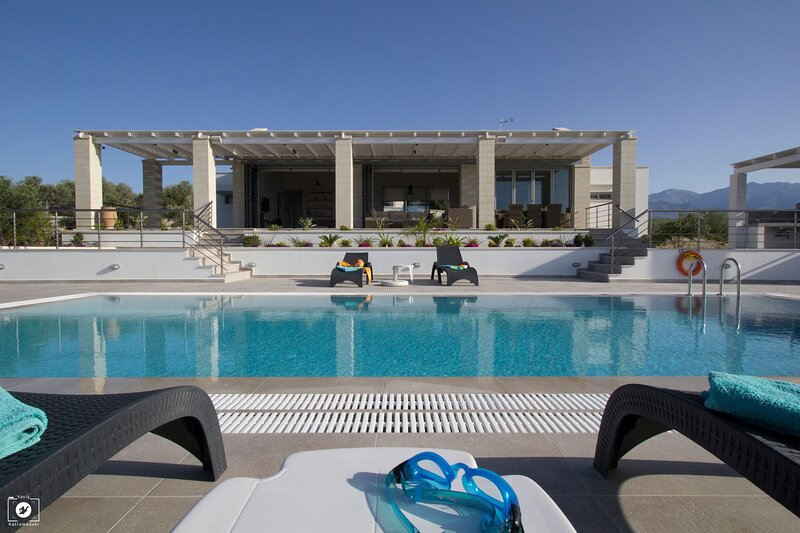 Cawe Sea View Villa, vacation rental in Kalami
