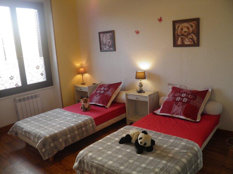 Murol: meublé 45m² classé 3 étoiles, pour 2 adultes + 2 enfants, holiday rental in Saint-Diery